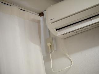 エアコンとカーテン.jpg